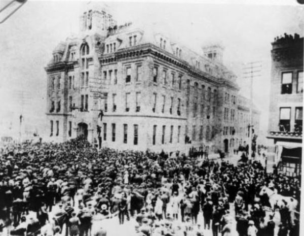 1894 photo of Denver City Hall and crowds during the City Hall War