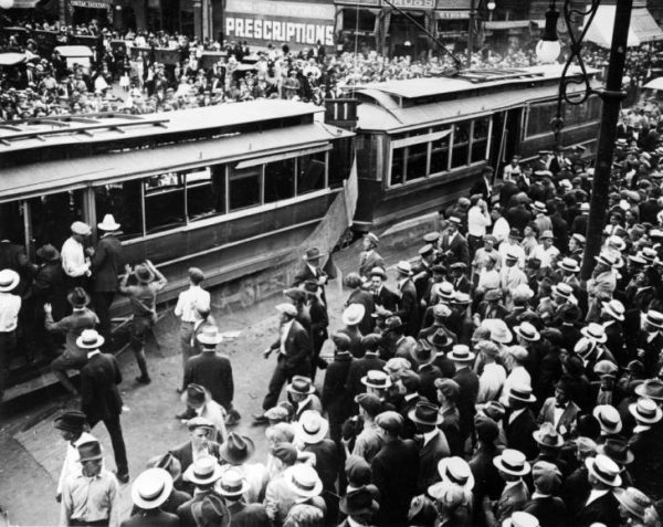 Crowds on 15th Street during the tramway strike.